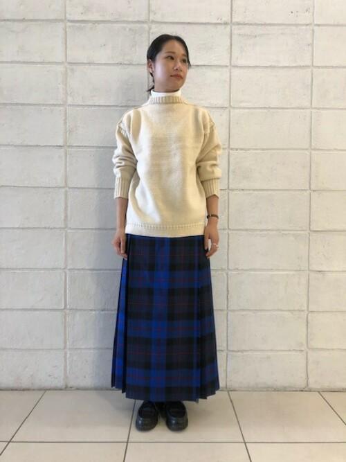ベージュニット×プリーツスカートの冬コーデ