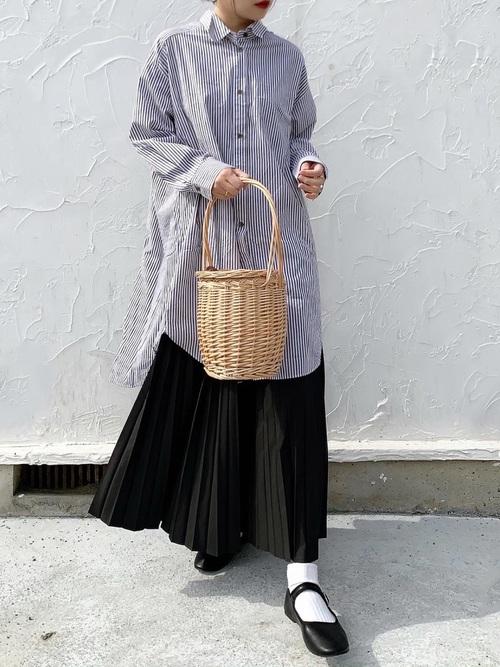 ストライプシャツ×プリーツスカートの冬コーデ