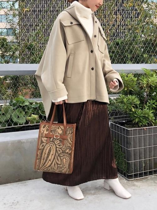 ポンチョコート×プリーツスカートの冬コーデ