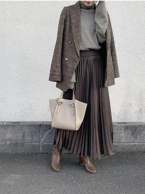 チェックジャケット×茶色プリーツスカート
