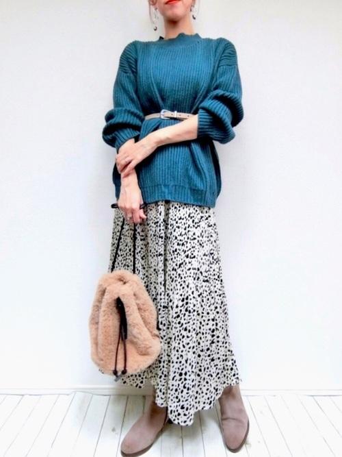 青ニット×レオパード柄スカート