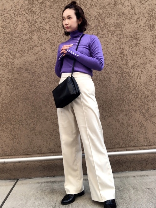 ユニクロワイドパンツ×紫ニット