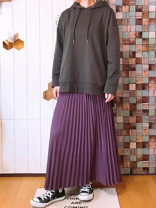 しまむらパーカー×紫プリーツスカート