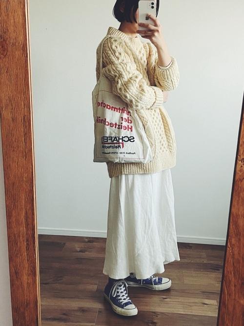アランニット×白スカートの冬コーデ