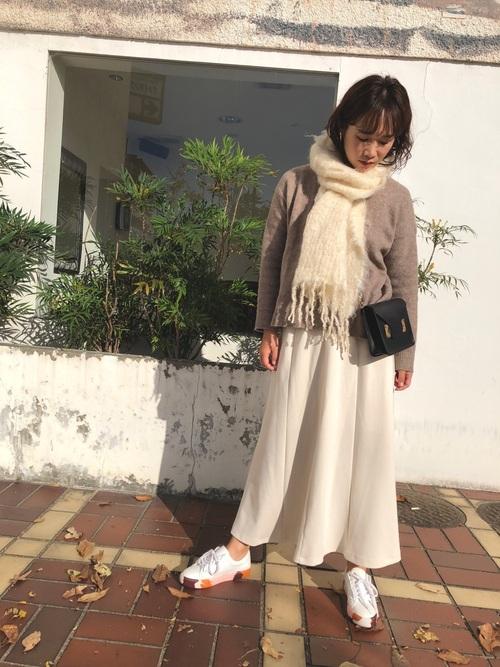 GU白スカート
