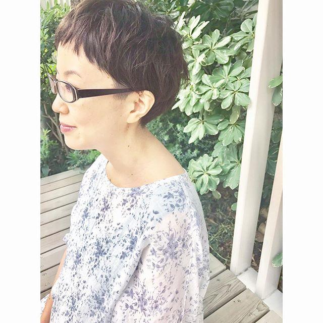 プチツーブロックのショートヘア×メガネ