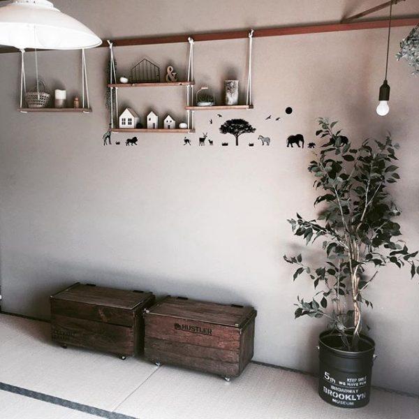 和室に大きな観葉植物