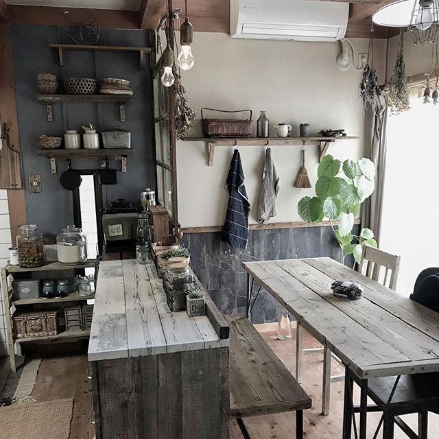 古民家を改造したようなかっこいい部屋