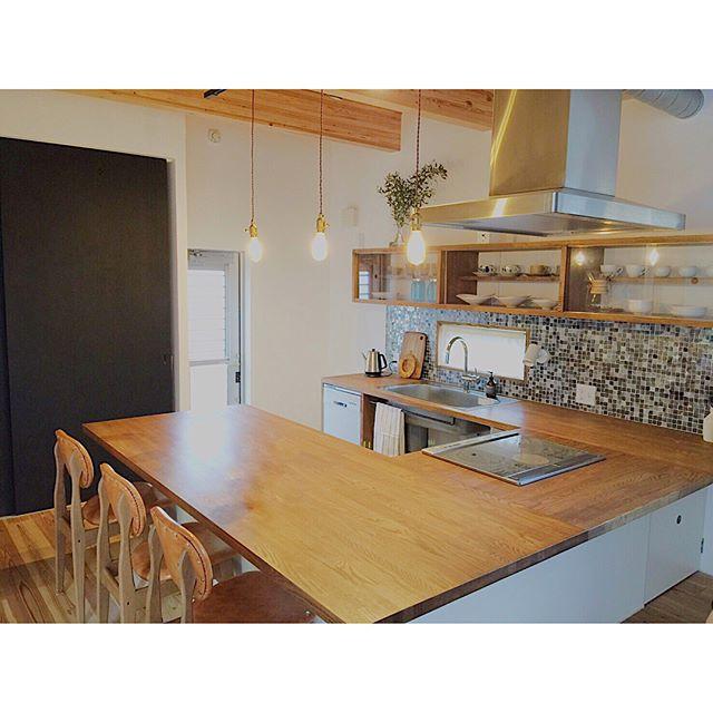 L型キッチンとダイニングテーブルを連結