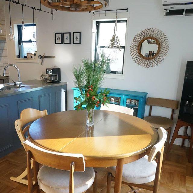 丸いテーブルで6畳ダイニングキッチン