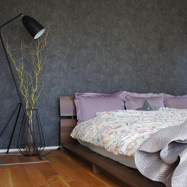 紫の枕カバーで優しいアクセントを