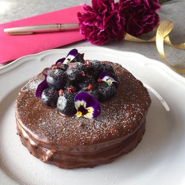 美しいデザインに!ショコラのケーキ