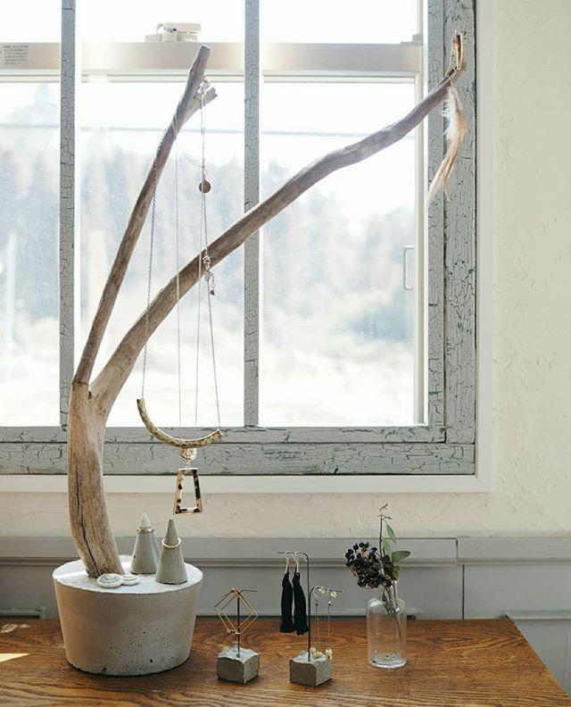 セメントと木を使った手作りスタンド