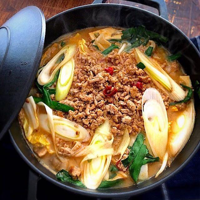 体が温まる!ピリ辛胡麻味噌坦々鍋