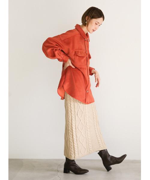 レディースシャツ×ケーブルニットスカート