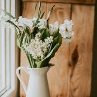 そろそろ知っておきたい、お花の上手な「生け方」。基本の飾り方とポイントって?