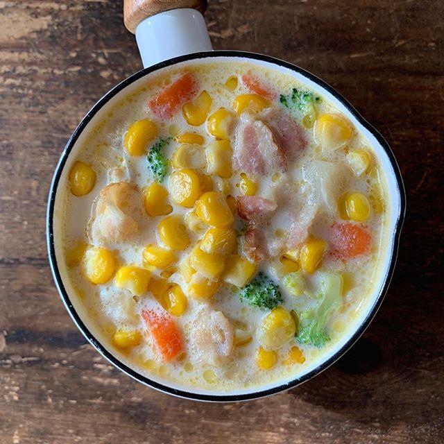 人気のコーンスープに野菜をプラス