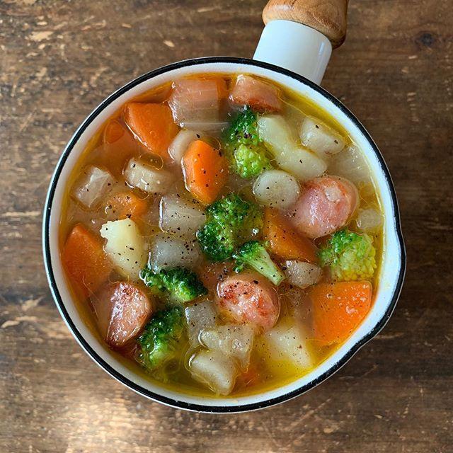 ゴロゴロ野菜のありものスープ
