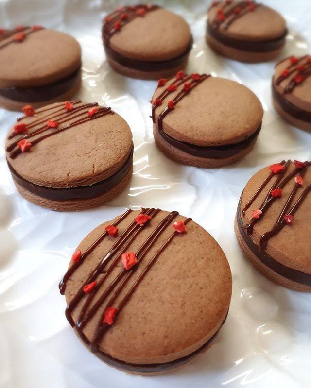 おしゃれ!生チョコサンドで手作りクッキー