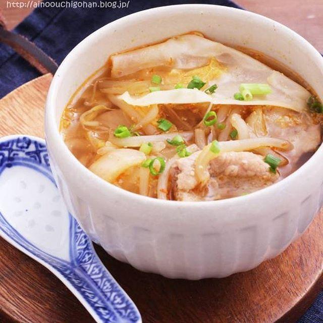 ピリ辛レシピ!豚もやしワンタンスープ