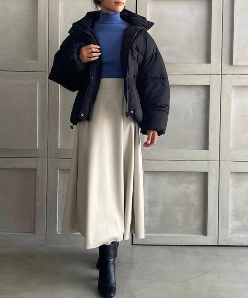 ダウンジャケット×フレアレザースカート