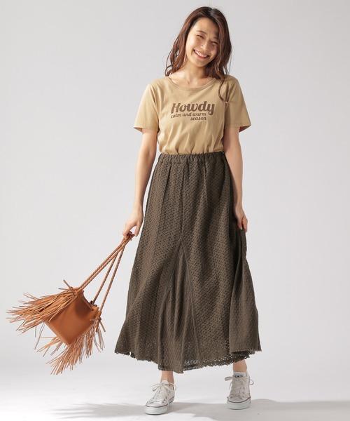 ベージュTシャツ×ブラウンレーススカート