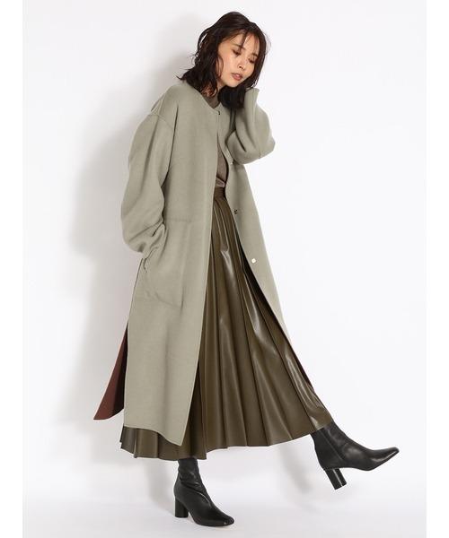 ノーカラーコート×プリーツレザースカート