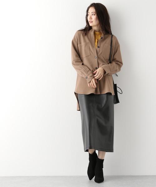 オーバーサイズシャツ×タイトレザースカート