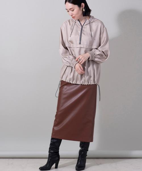 アノラックパーカー×タイトレザースカート