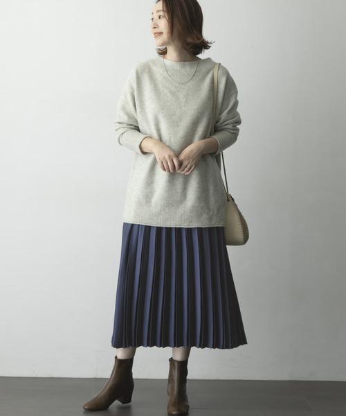 ニット×ネイビープリーツスカート