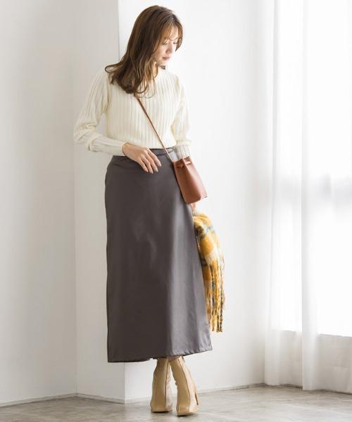 リブニット×ナローレザースカート