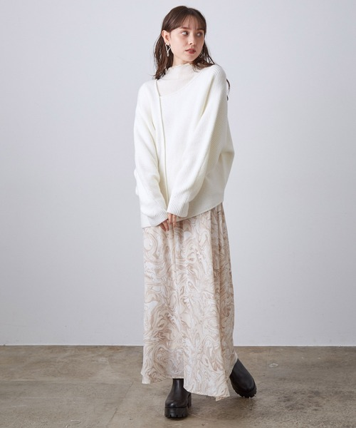 畔編みおしゃれニット×プリントスカート
