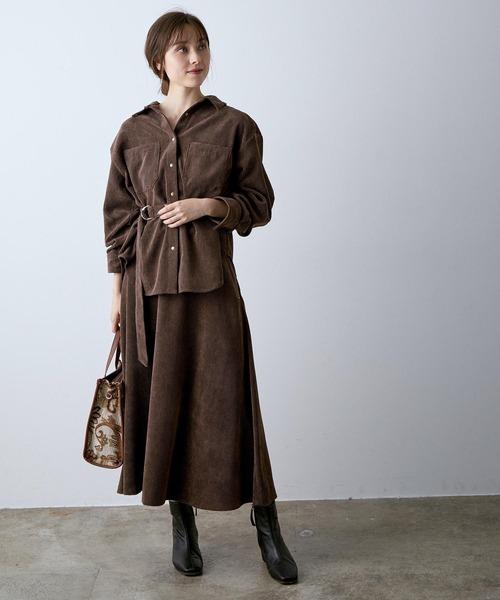 ブラウンシャツ×ブラウンコーデュロイスカート