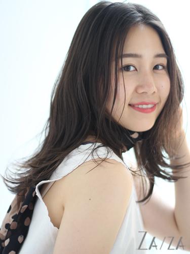 無造作感のある韓国風ミディアムの髪型