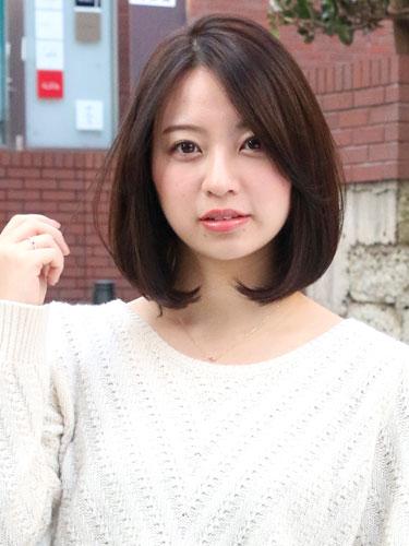 女性らしいムード漂う韓国ボブのヘアスタイル