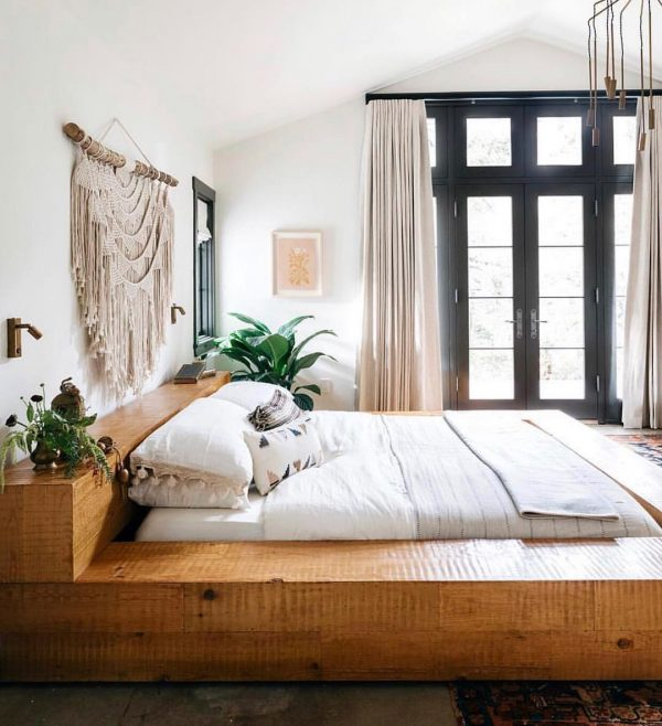 北側寝室には薄茶色カーテン