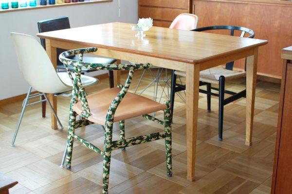 デザイン違いの椅子が絶妙なバランス