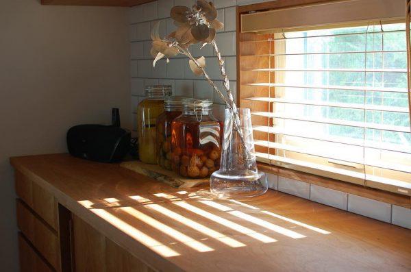 小窓から差し込む心地よい光