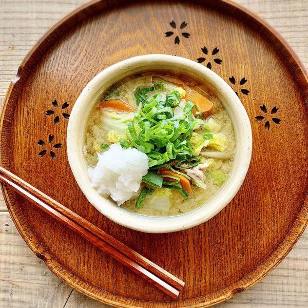 冬の食事には簡単な料理の豚汁!