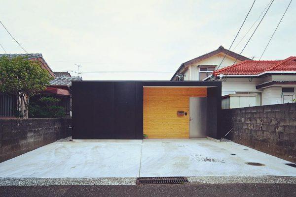 モダンな平屋住宅の玄関