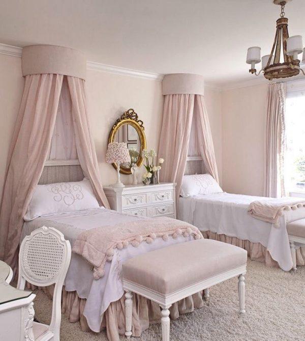ベッドが二台あるベッドルーム