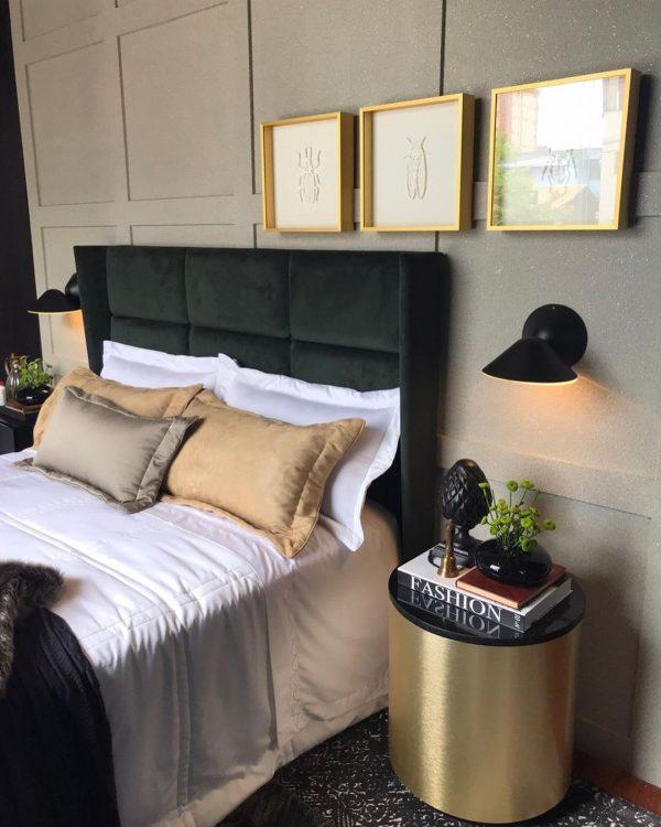 ラグジュアリーなゴールドのベッドサイドテーブル