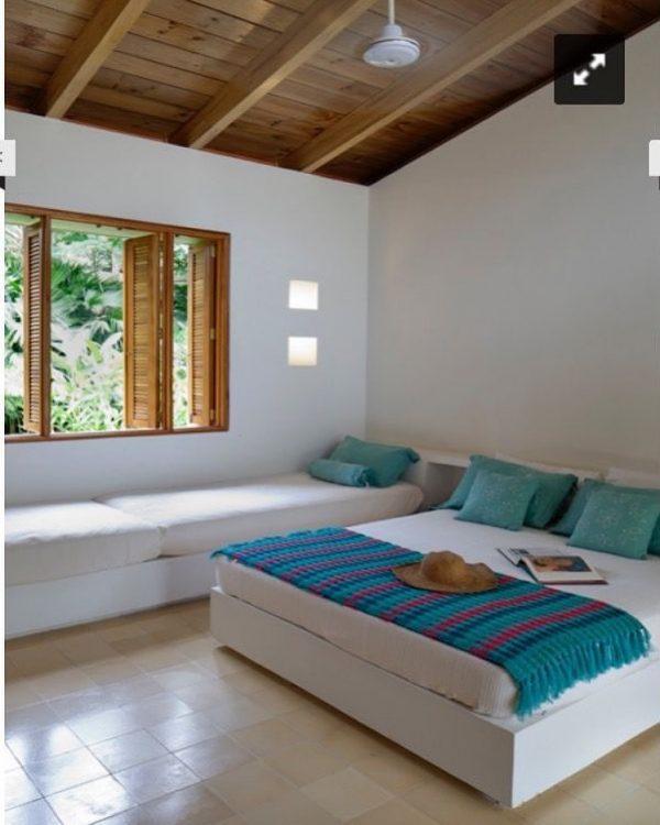 リゾートライクで心地よいベッドルーム