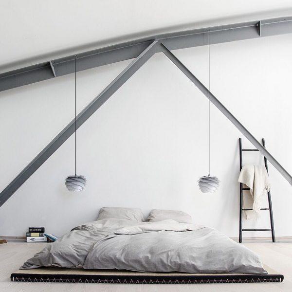 おしゃれな壁が目を引く寝室