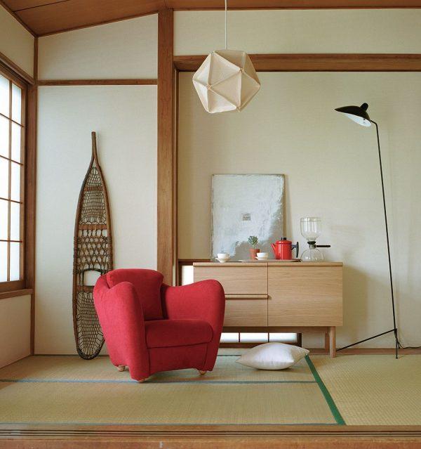 真っ赤なチェアが可愛い和室の一人暮らし