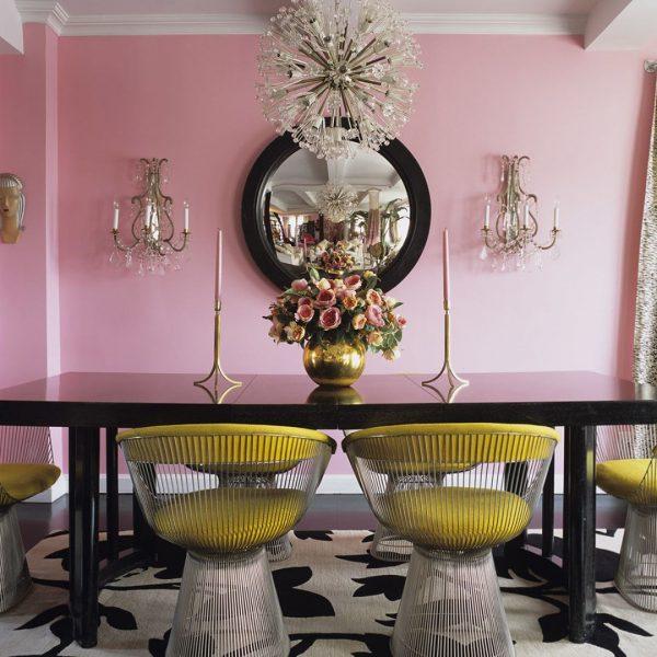 インパクトのある家具や照明でアレンジ
