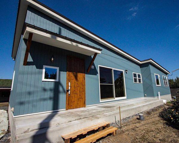 珍しい色がおしゃれな平屋住宅の外壁