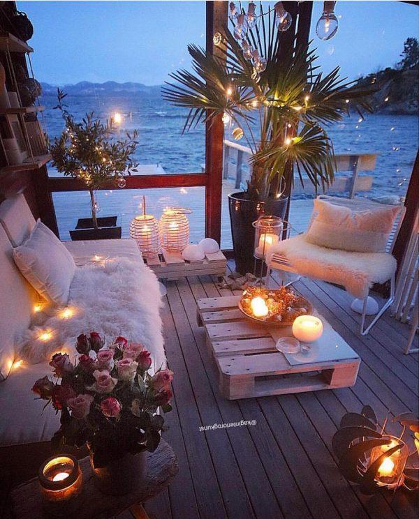 ロマンティックなアウトドアリビング