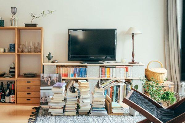本棚をテレビ台に活用