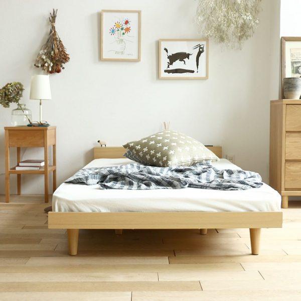 ナチュラルな木製ベッドを配置した寝室レイアウト